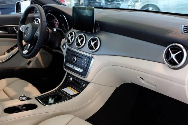 2017 Mercedes-Benz CLA 250 Base 4MATIC full